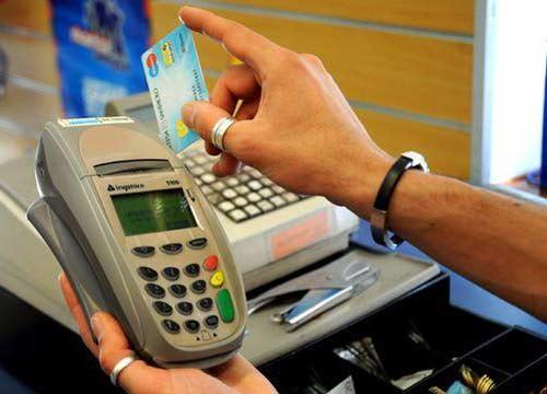 Carocarburanti. I benzinai denunciano il monopolio bancario ed i costi inaccettabili di carte di credito e pagobancomat.